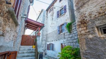 Kamena kuća na prodaju Bale