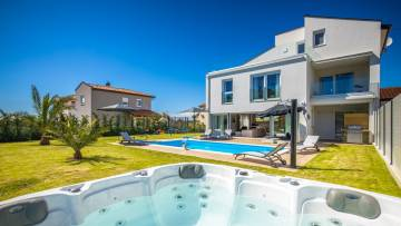 Luksuzna moderna vila nedaleko Poreča